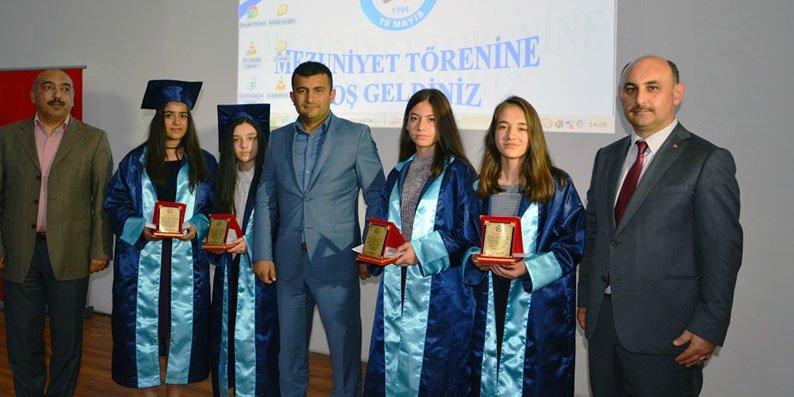 19 Mayıs Atatürk Orta Okulu'nda mezuniyet coşkusu