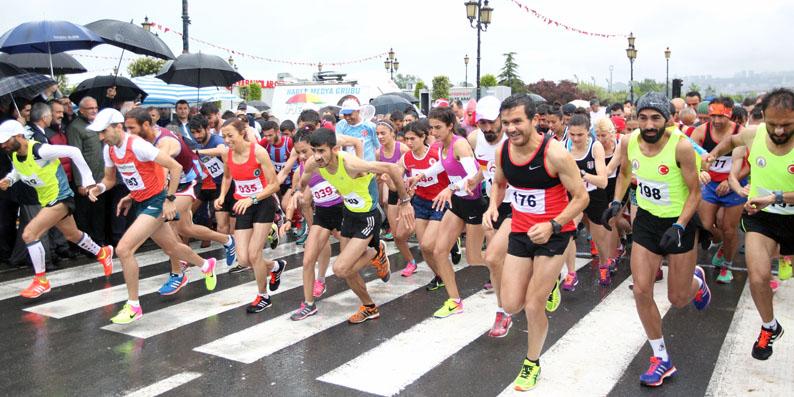 19 Mayıs Yarı Maratonu'nda Gelow ve Akpınar birinci oldu