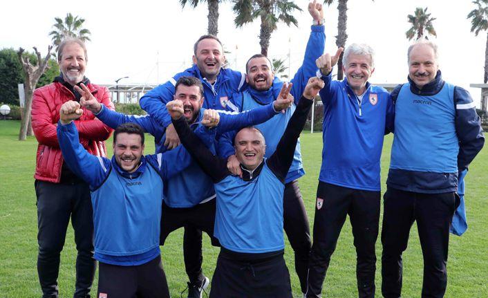 Samsunspor teknik heyeti ve eski futbolcuları kendi arasında maç yaptı