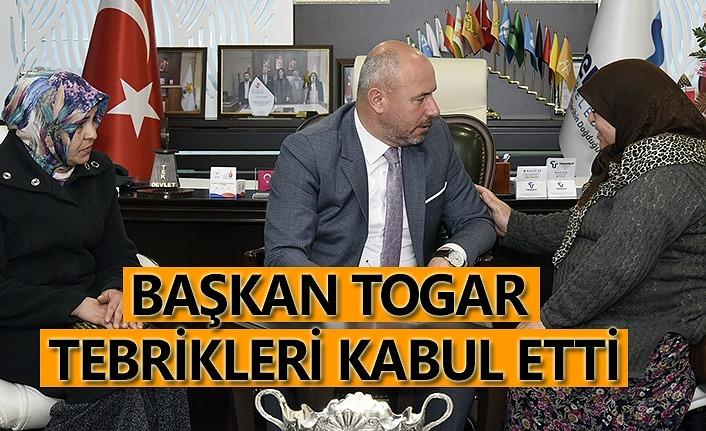 Başkan Togar hem dinledi hemde tebrikleri kabul etti