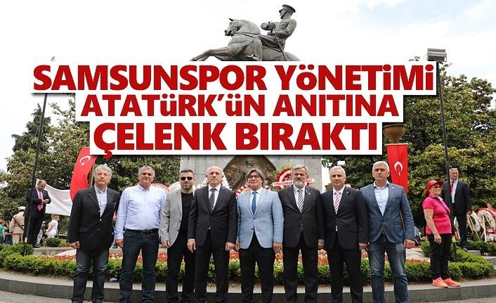 Samsunspor Yönetimi Atatürk'ün Anıtına Çelenk Bıraktı