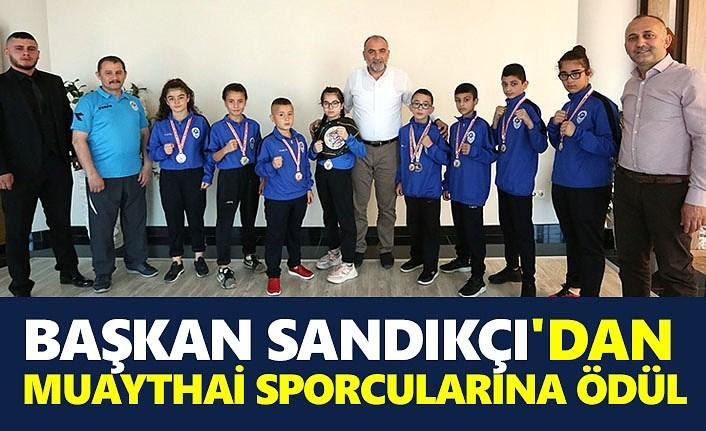 Başkan Sandıkçı Şampiyon sporcuları ödüllendirdi