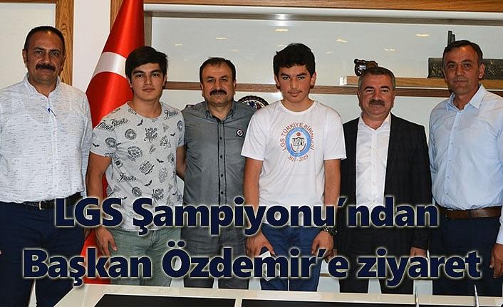 LGS Şampiyonu'ndan Başkan Özdemir'e ziyaret