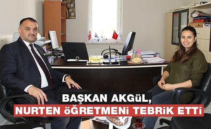 Başkan Akgül, Nurten Öğretmeni Tebrik Etti