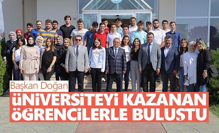 Başkan Doğan Üniversiteyi Kazanan Öğrencilerle Buluştu