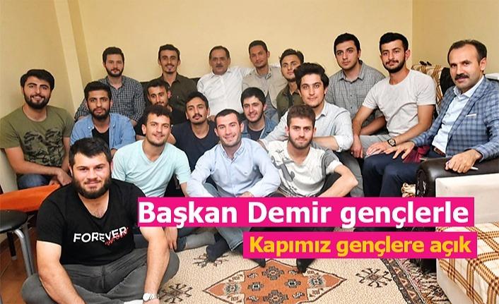 Başkan Mustafa Demir öğrencilerin misafiri oldu