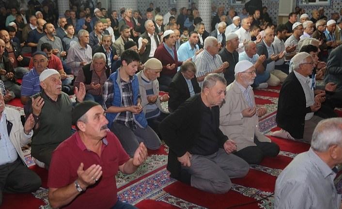 Eller Mehmetçik için semada