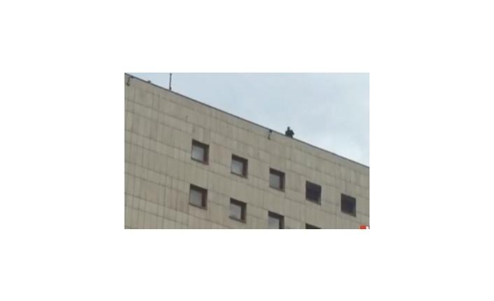 Samsun'da AKM Binası Çatısı üstünde intihar girişimi