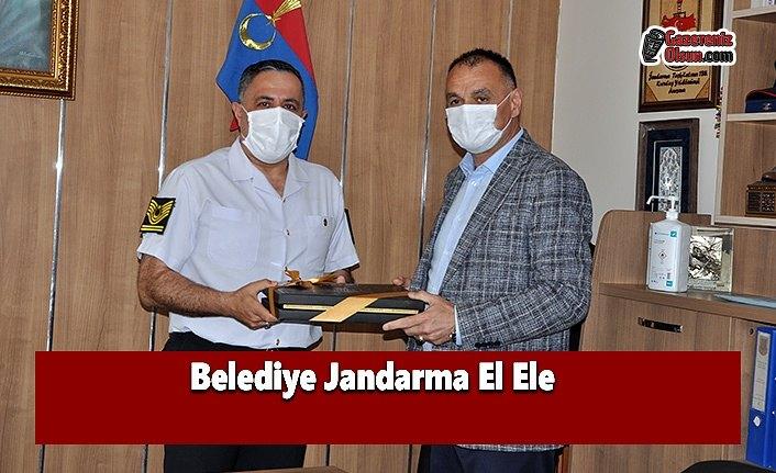 Belediye Jandarma El Ele
