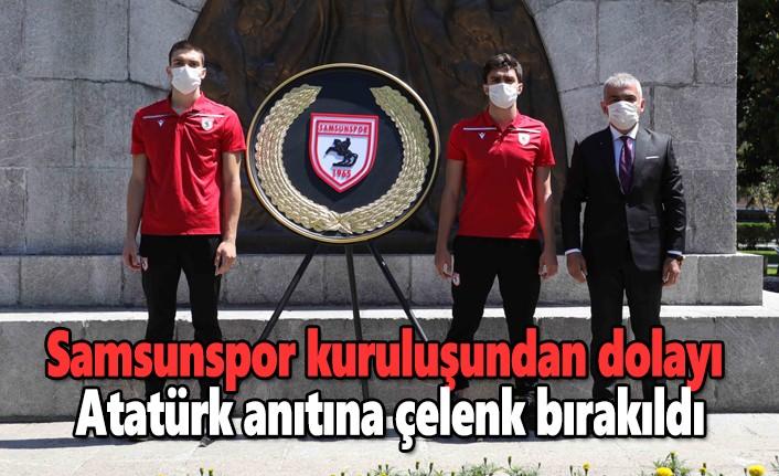 Samsunspor'dan Atatürk anıtına çelenk