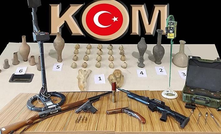 Samsun'da tarihi eser operasyonu! 41 sikke ve objeyle yakalandılar