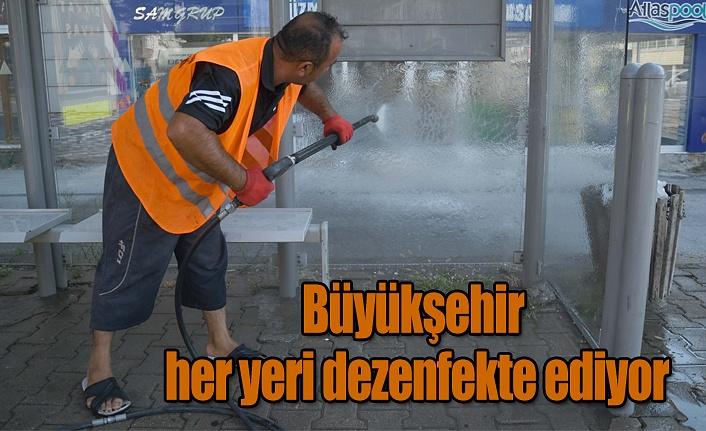 Büyükşehir her yeri dezenfekte ediyor
