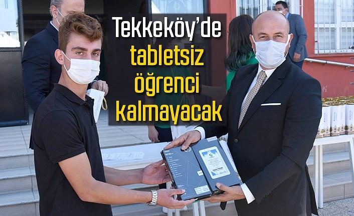 Başkan Hasan Togar tablet dağıttı, Tekkeköy'de tabletsiz öğrenci kalmayacak