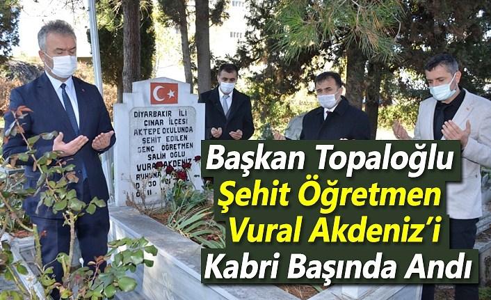 Başkan Topaloğlu Şehit Öğretmen Vural Akdeniz'i Kabri Başında Andı