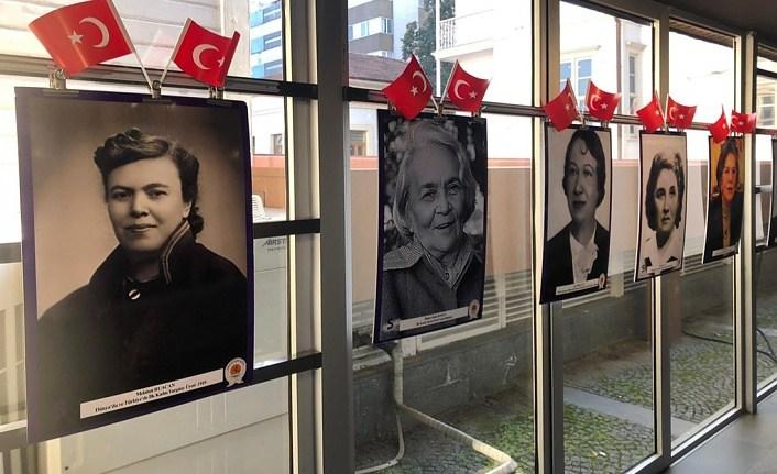 Cumhuriyet'in Yetiştirdiği Kadın İlkler isimli sergi Samsun'da açıldı
