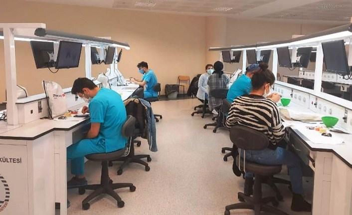 Diş Hekimliği Fakültesinde Sürekli Eğitim Seminerleri Başladı