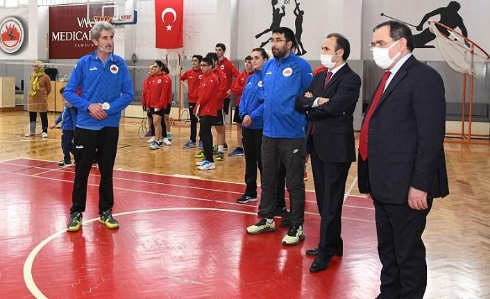 Milli badminton sporcuları Samsun'da hazırlanıyor