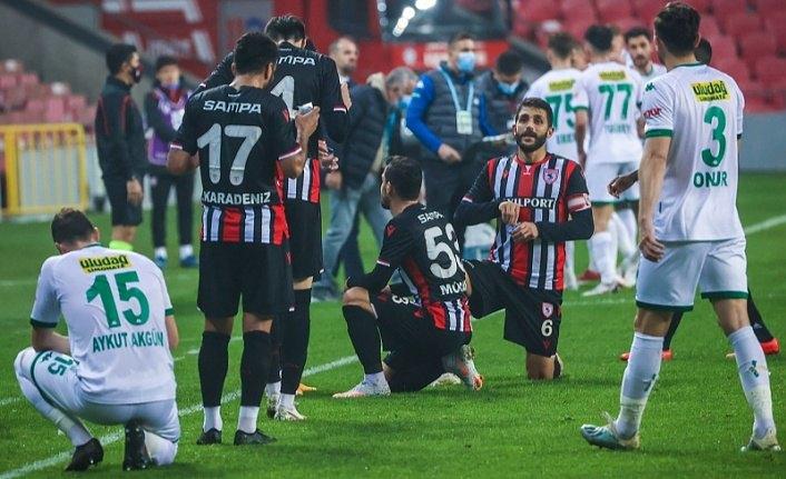 Samsunspor ve Bursasporlu oruç tutan futbolcular iftar yaptı