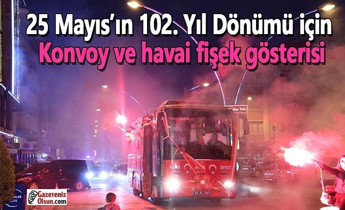 25 Mayıs'ın 102. Yıl Dönümü için konvoy ve havai fişek gösterisi