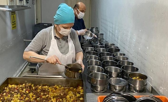Samsun'da dar gelirli vatandaşlara sıcak yemek