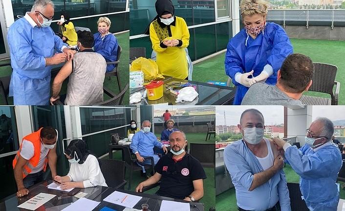Tekkeköy Belediyesi personeli ilk doz aşısını oldu