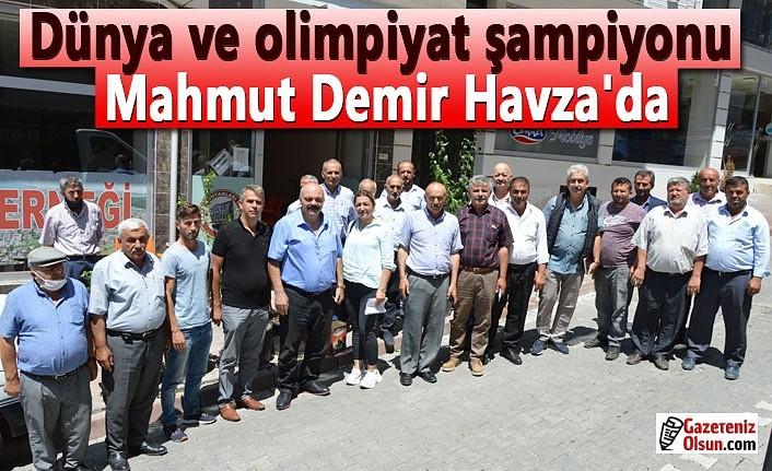 Dünya ve olimpiyat şampiyonu Mahmut Demir Havza'da muhtarlar ile buluştu