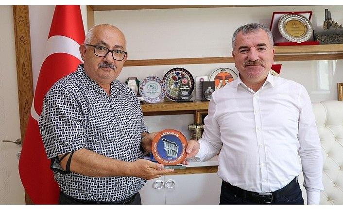 Başkan Bozkurt'tan Başkan Özdemir'e Plaket