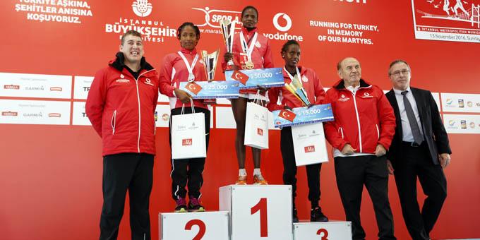 38. İstanbul Maratonu'nda yüzbinler Türkiye aşkına koştu