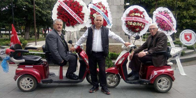 Anadolu Sakatlar Derneği'nden Atatürk Anıtına Çelenk