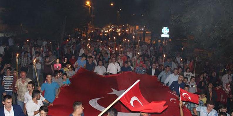 Ayvacık'ta geniş katılımlı meşale yürüyüşü yapıldı