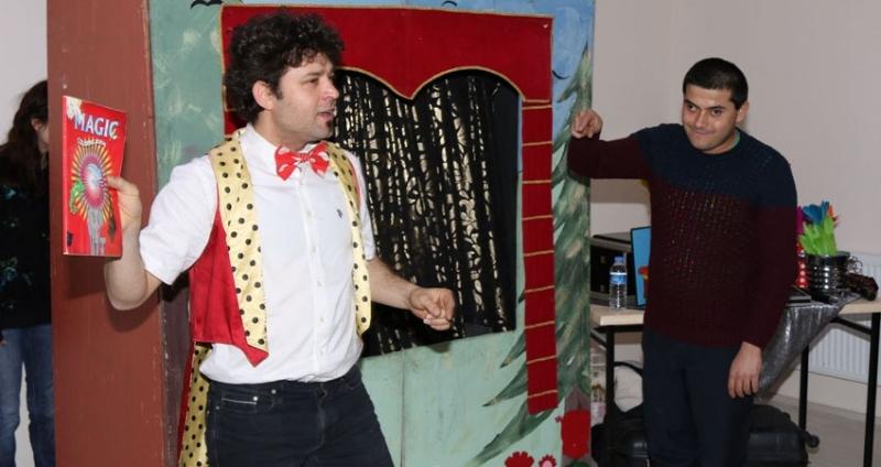 Bafra Belediyesi'nden otistik çocuklara tiyatro