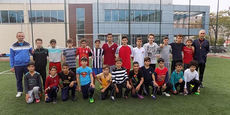 Bafra Gençlik Merkezi'nde çocuklara futbol eğitimi