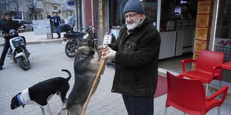 Bafralı Mehmet Dedenin Köpek Sevgisi