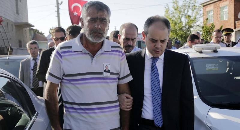 Bakan Çağatay Kılıç şehit ailesine taziye ziyaretinde bulundu