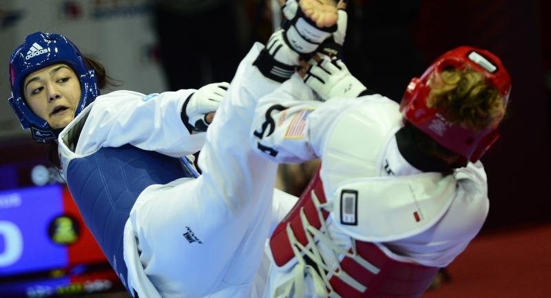 Bakan Kılı  altın madalya kazanan Milli Taekwondo'cu Nafia Kuş'u tebrik etti