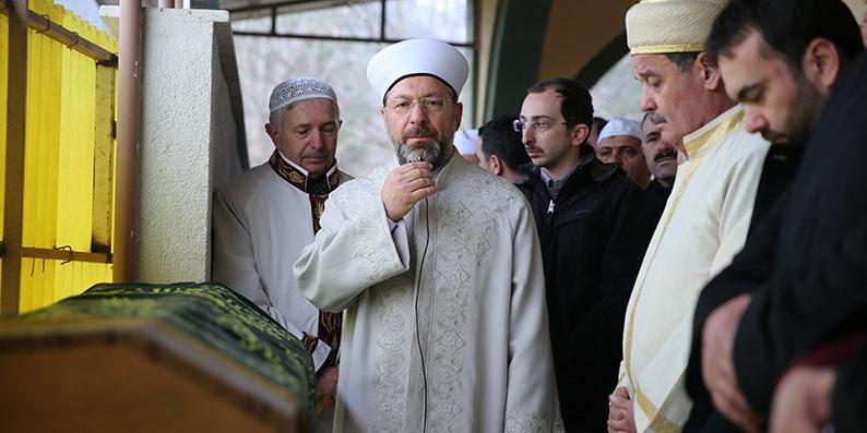 Diyanet İşleri Başkanı Erbaş, Düzce'de cenaze namazı kıldı