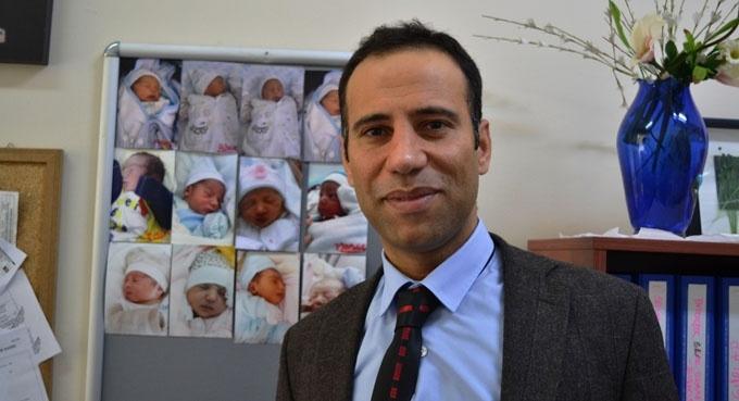 Doğumuna şahit olduğu bebeklerin fotoğraflarını biriktiriyor