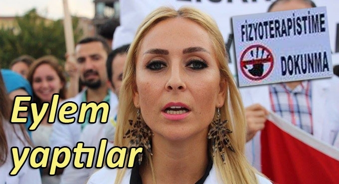 Fizyoterapistlerden Samsun Cumhuriyet Meydanı'nda basın açıklaması
