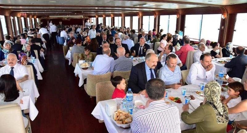Gaziler Şehit yakınları ve aileleri Samsun'u denizden gezdi