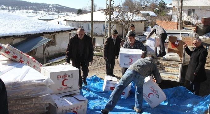 Havza'da evi yanan aileye Türk Kızılayı'ndan yardım eli