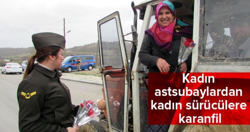 Kadın astsubaylardan kadın sürücülere karanfil