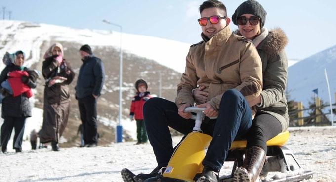 Kayak merkezinde 2 yıl aradan sonra kar mutluluğu