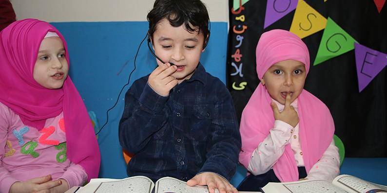 Minik Öğrenciler Kur'an-ı Kerim okumaya geçti