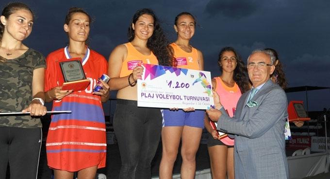 Ödüllü Plaj Voleybolu Turnuvası sona erdi