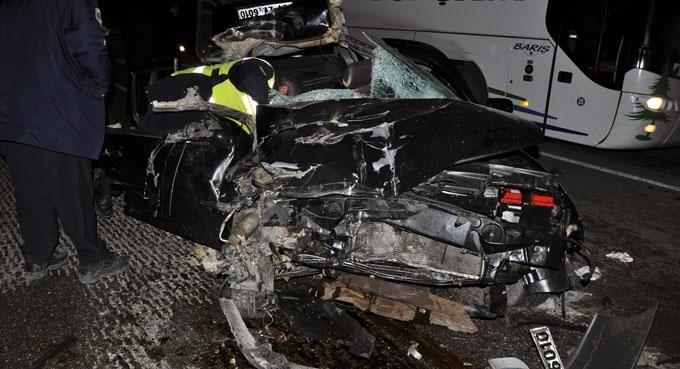 Otomobil, kamyona arkadan çarptı: 2 yaralı