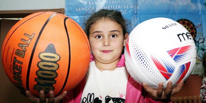 Samsun'da 55 Köy Okuluna Spor Malzemesi