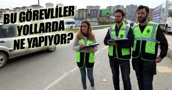 Samsun'da yol üstü ve kavşaklarda duran görevliler ne yazıyor?