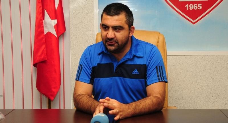 Samsunspor Teknik Direktörü Özat haftalık basın toplantısını gerçekleştirdi