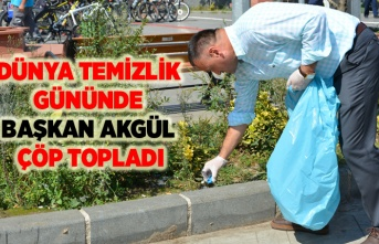 Başkan Halil Akgül çöp topladı!