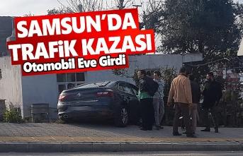 Samsun'da otomobil yolcu minibüsü ile çarpıştı